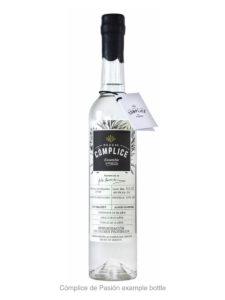 Mezcal Cómplice de Pasión example bottle