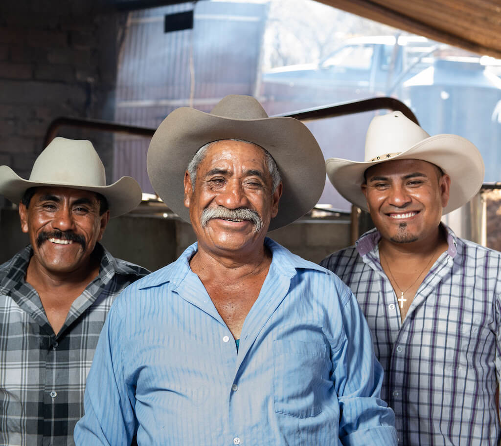 Gregorio Hernández López and his sons Valentín and Joel